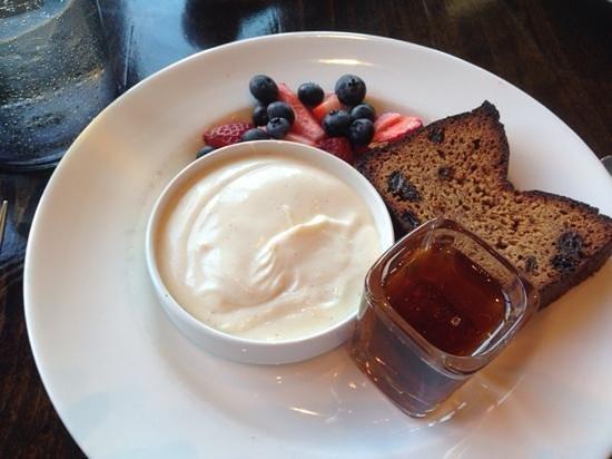 Flannel: almond bread and yoghurt
