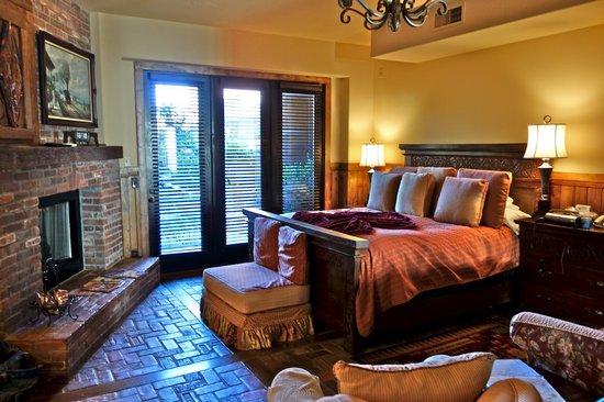 Adobe Grand Villas: Bedroom