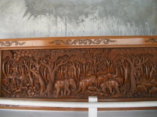 พระใหญ่เมืองภูเก็ต: Hand carved
