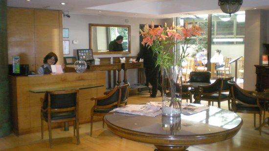 Hotel Vespucci Suites: Front Desk