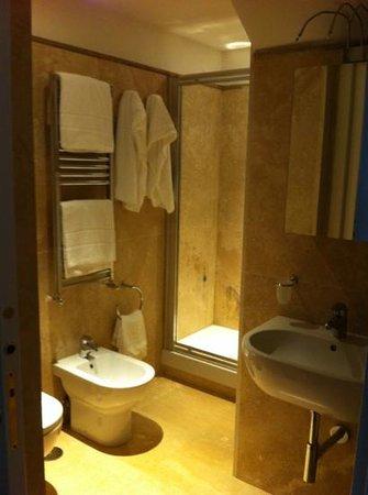 Navona Luxury Apartments: bathroom