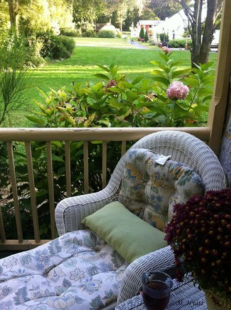 Fallen Tree Farm Bed and Breakfast: Relax on the porch