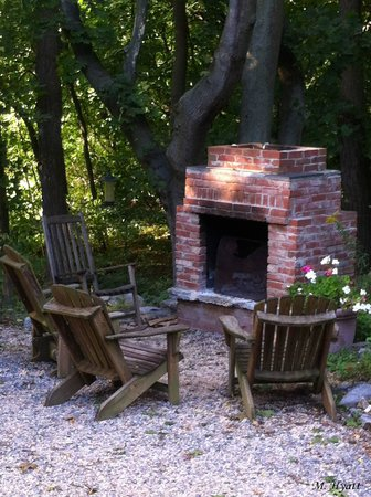 Fallen Tree Farm Bed and Breakfast: Cozy on an Autumn Night