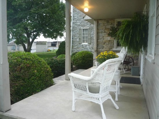Meadow View K Farm Guest House: your front porch