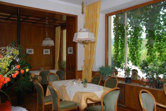 Baudobriga Rheinhotel: more of the dining area