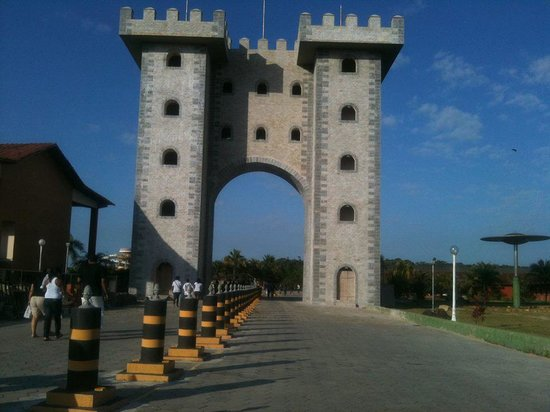 Centro de Turismo de Praia Formosa SESC: portal grandioso