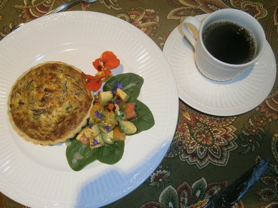 Hartzell House Bed and Breakfast : delicate breakfast