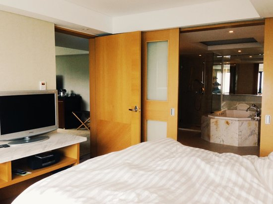 The Westin Chosun Busan: Westin Chosun Busan Corner Suite