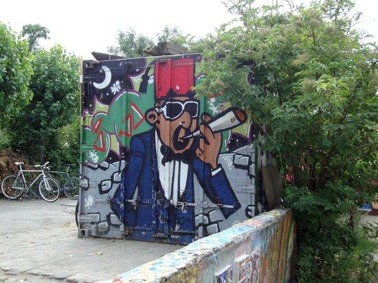 Pusher Street : Copenhagen - Christiania (urban graffiti)