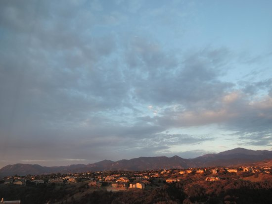 Colorado Springs Marriott : sunrise over the mountains