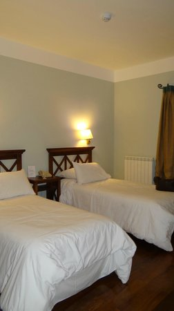 Hotel Santa Cristina : Amplias habitaciones.