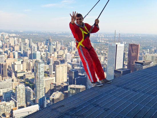 Edge Walk at the CN Tower : four-finger salute  ... R4bia