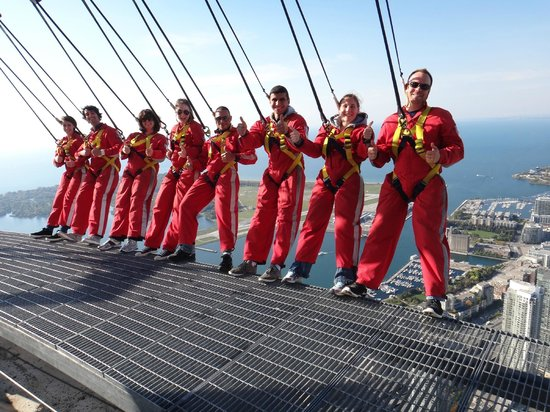 Edge Walk at the CN Tower : The breave heart Team