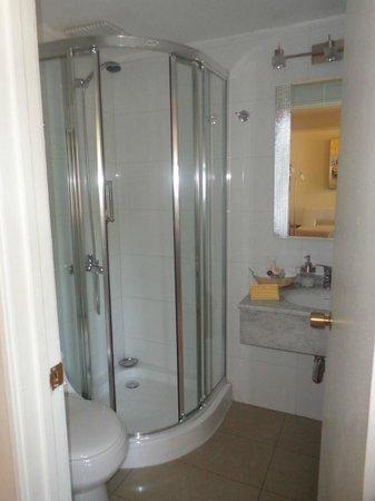 Hotel Orly: Banheiro do flat