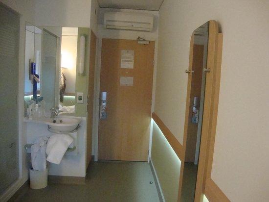Hotel Etap Belfast: The Room