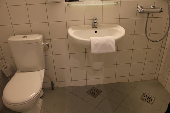 Copenhagen Mercur Hotel: Baño