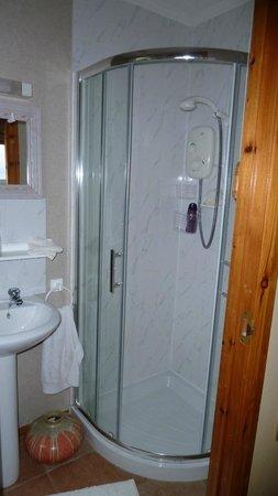Westwards: Bathroom