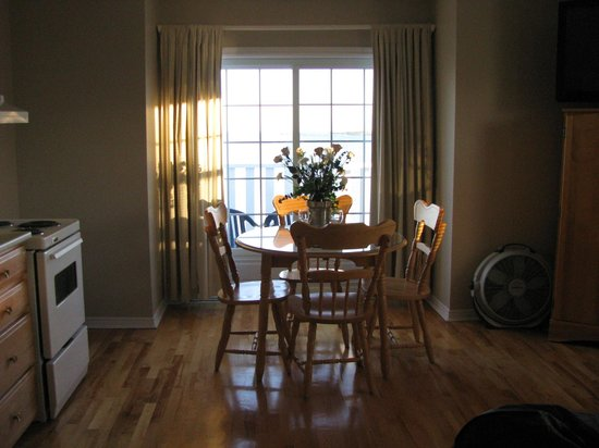 Point of View Suites at Louisbourg Gates : Dining Area
