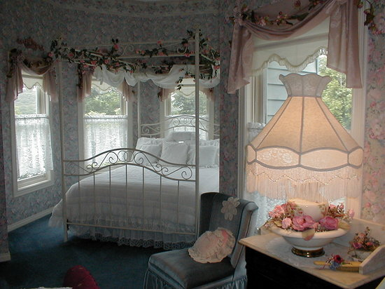 Emory Creek Victorian Bed and Breakfast: Rose O' Neill Room