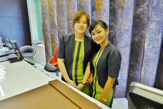 Buri Sriphu Boutique Hotel : The friendly reception girls