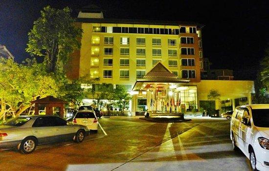 Buri Sriphu Boutique Hotel : Street view