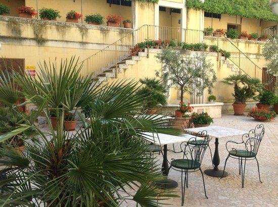 Hotel San Luca: Pátio interno