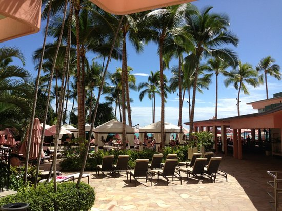 The Royal Hawaiian, a Luxury Collection Resort: View over pool and beach