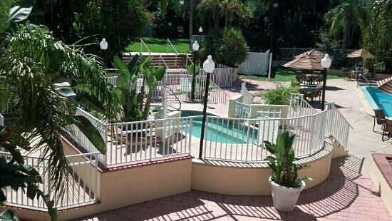 Quality Inn & Suites: hot tub