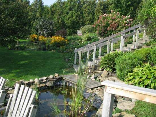Dewar's Inn on the River: The Gardens