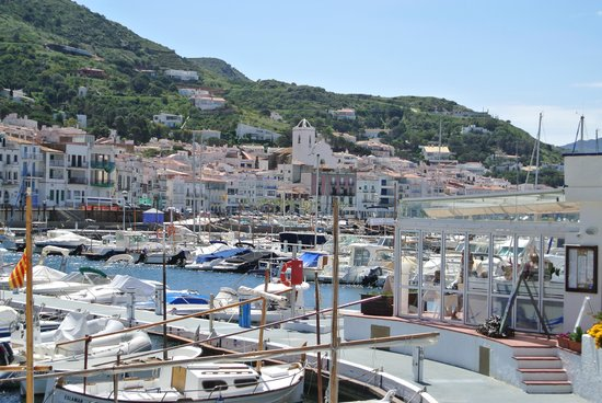Hotel Spa Porto Cristo: View of the seaside port from the center of town