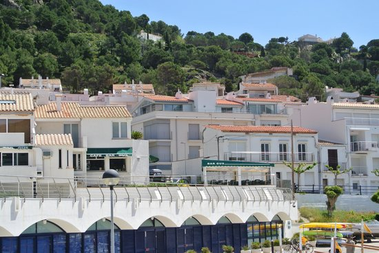 Hotel Spa Porto Cristo: View of vacation rentals and homes of local people
