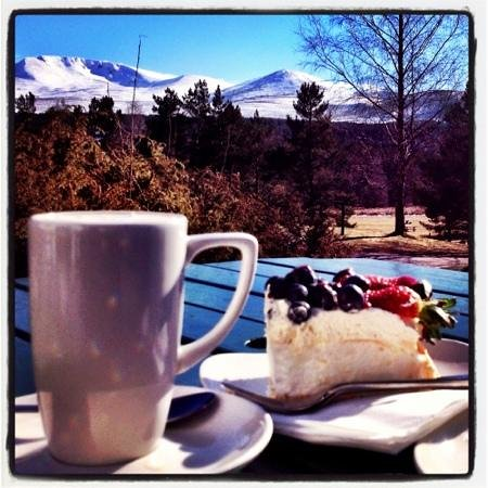 Mor @ Glenmore : perfection! awesome pavlova, tasty coffee and a most spectacular view!!