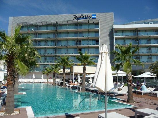 Radisson Blu Resort Split: Agradável área da piscina externa