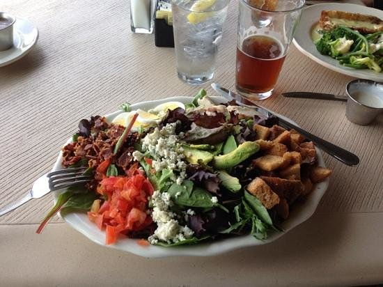 Creek Side Clubhouse & Grill : Cob Salad