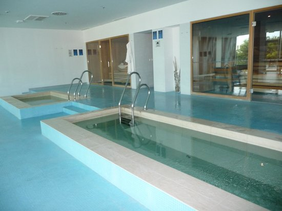 Radisson Blu Resort Split: Deliciosa área das saunas e piscinas térmicas