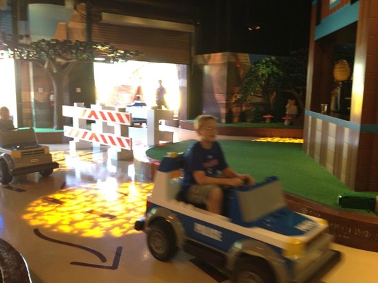 Legoland Discovery Center: racing legos
