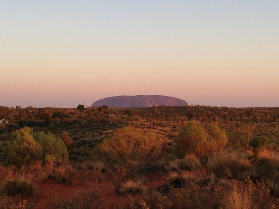 Outback Pioneer Hotel & Lodge, Ayers Rock Resort: Sunset view from hotel lookout.