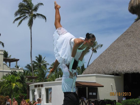 Now Larimar Punta Cana: Dancers in the pool