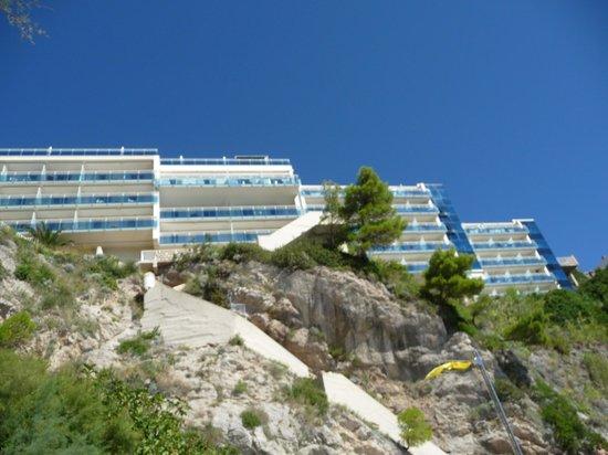 Hotel Bellevue Dubrovnik: Hotel visto da praia