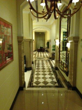 K & K : Corridor