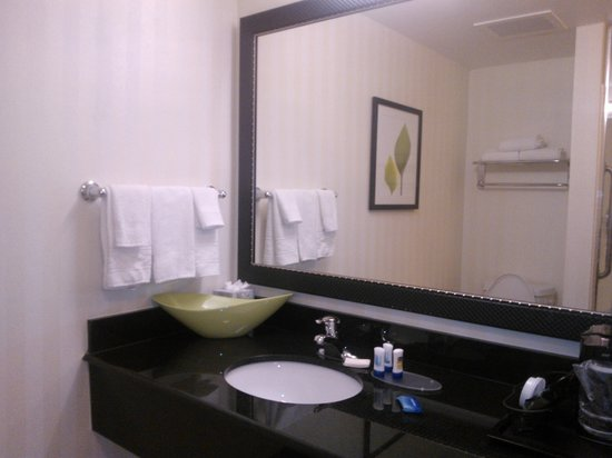 Fairfield Inn & Suites Austin North/Parmer Lane: bathroom