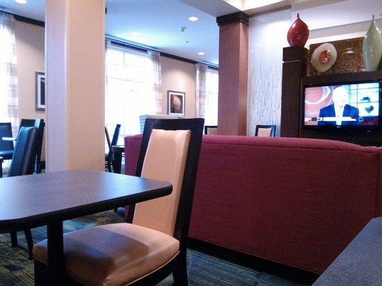 Fairfield Inn & Suites San Antonio Downtown/Alamo Plaza: dining area