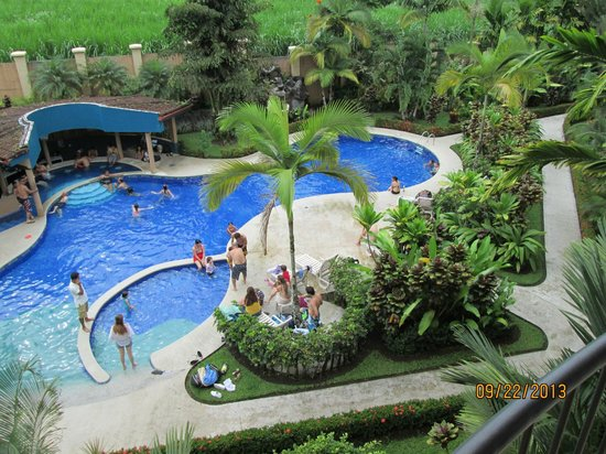 Hotel Magic Mountain: View of pool from our balcony
