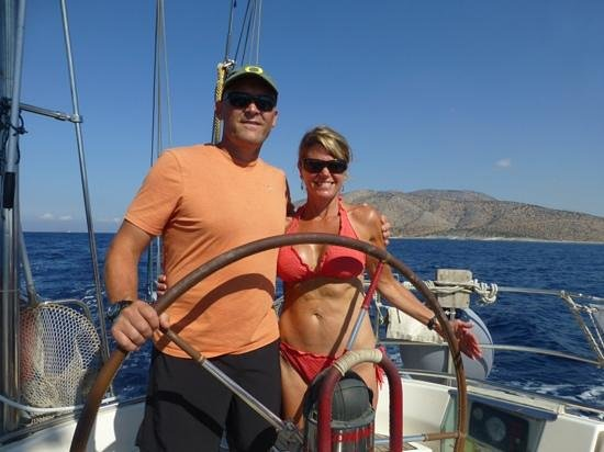 Naxos City, Yunani: John and Suzi sailing