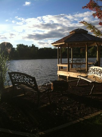 Dockside Bed & Breakfast: gazebo and fire pit area