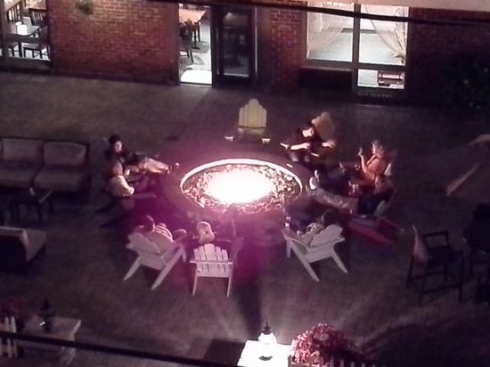 Surfside Hotel & Suites : There is always a nice group gathered at the fire pit.