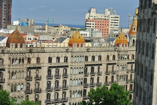 Hotel Avenida Palace: Rooftop view across from Hotel room