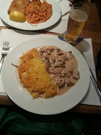 Rheinfelder-Bierhaus <Bluetige Duume> : Veal with mushroom cream sauce and rosti - highly recommended!