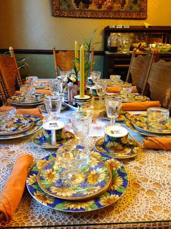 Amherst Inn: Breakfast Table Setting