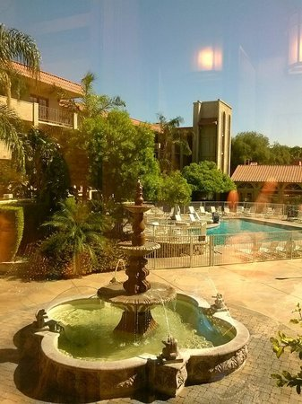 Embassy Suites by Hilton Scottsdale Resort: Fountains